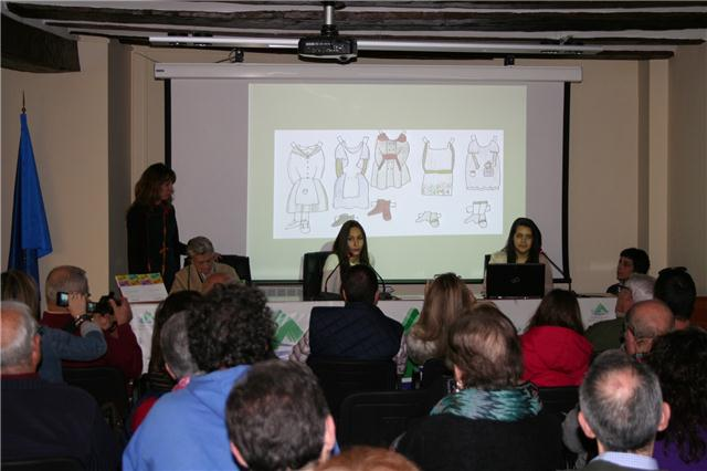 Alumnos del IES Lobetano durante la exposición del trabajo 'La Sierra de Albarracín en cuatro tiempos' durante la jornada PCISA